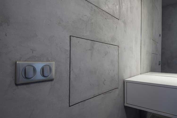 Фото: Обработка стен микроцементом