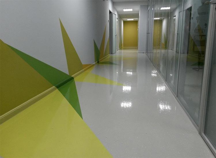 Фото: Наливной пол в коридоре